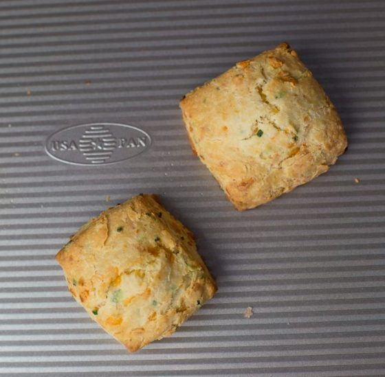 cheddar_chive_scones-5494